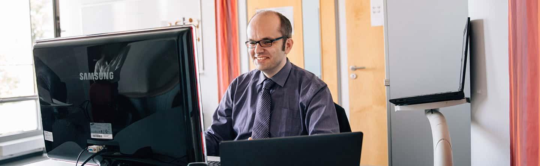 Mann am PC
