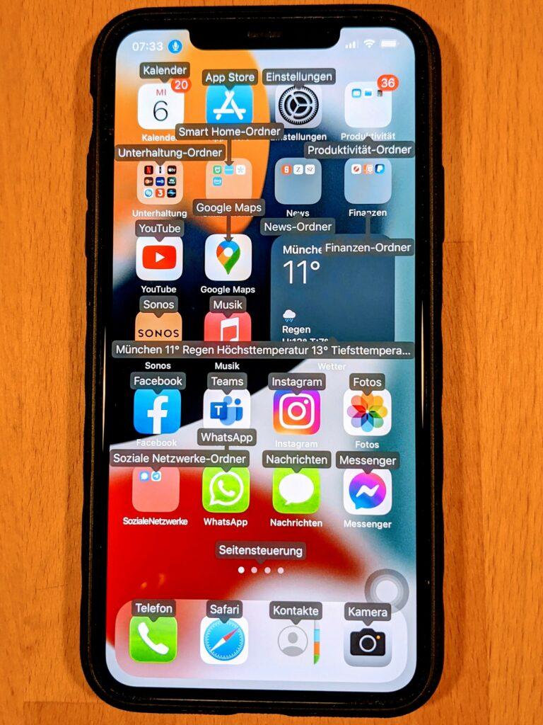 iPhone mit Namen der App zur Sprachsteuerung