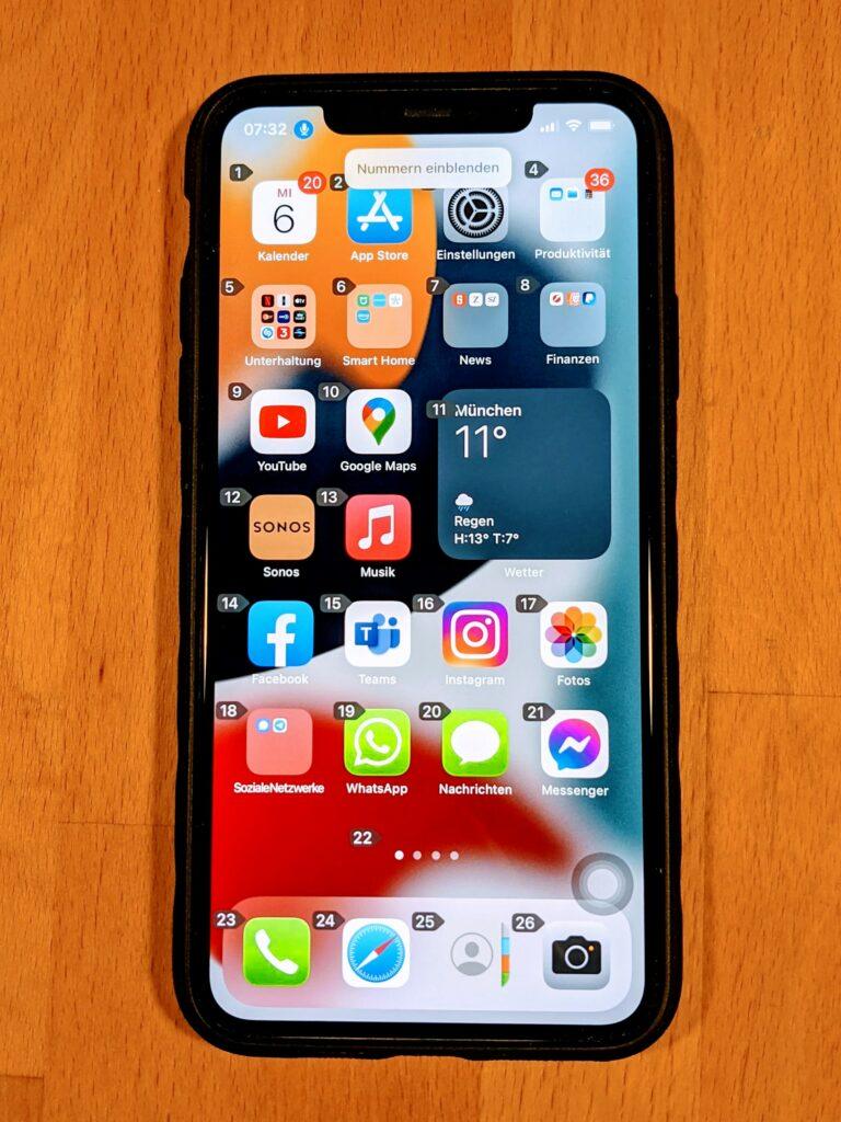 Bild eines IPhones mit Nummerierung zur Sprachsteuerung